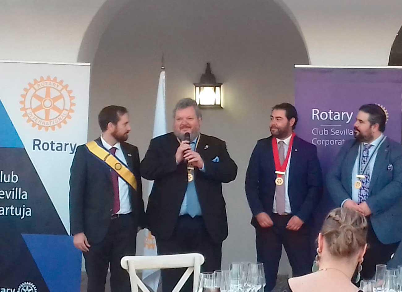 Cambio presidentes rotary club sevilla 2021-22