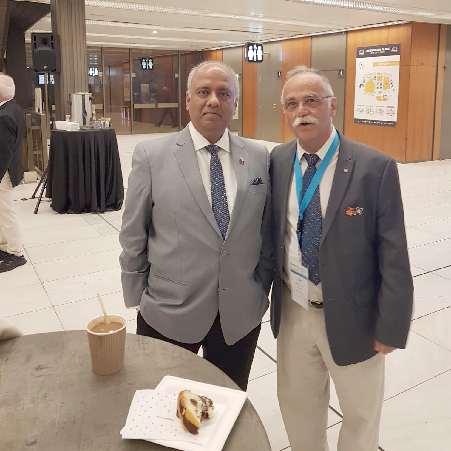 Luis Santos con el presidente de rotary internacional